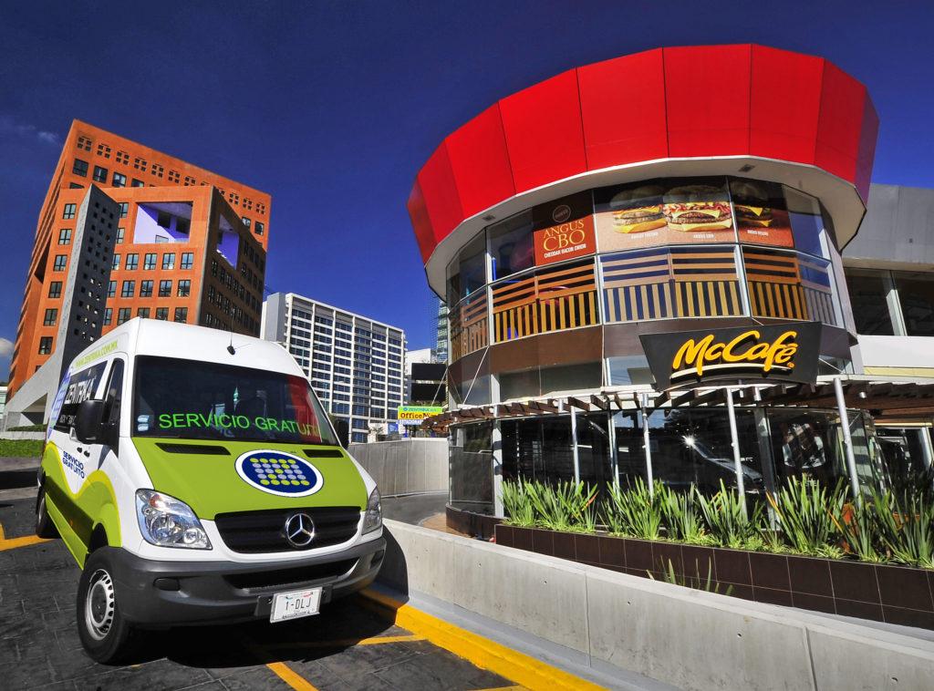 Somos el único centro comercial que se adapta a tus necesidades, y una de ellas es que tengas transporte para llegar a nosotros totalmente gratis!*
